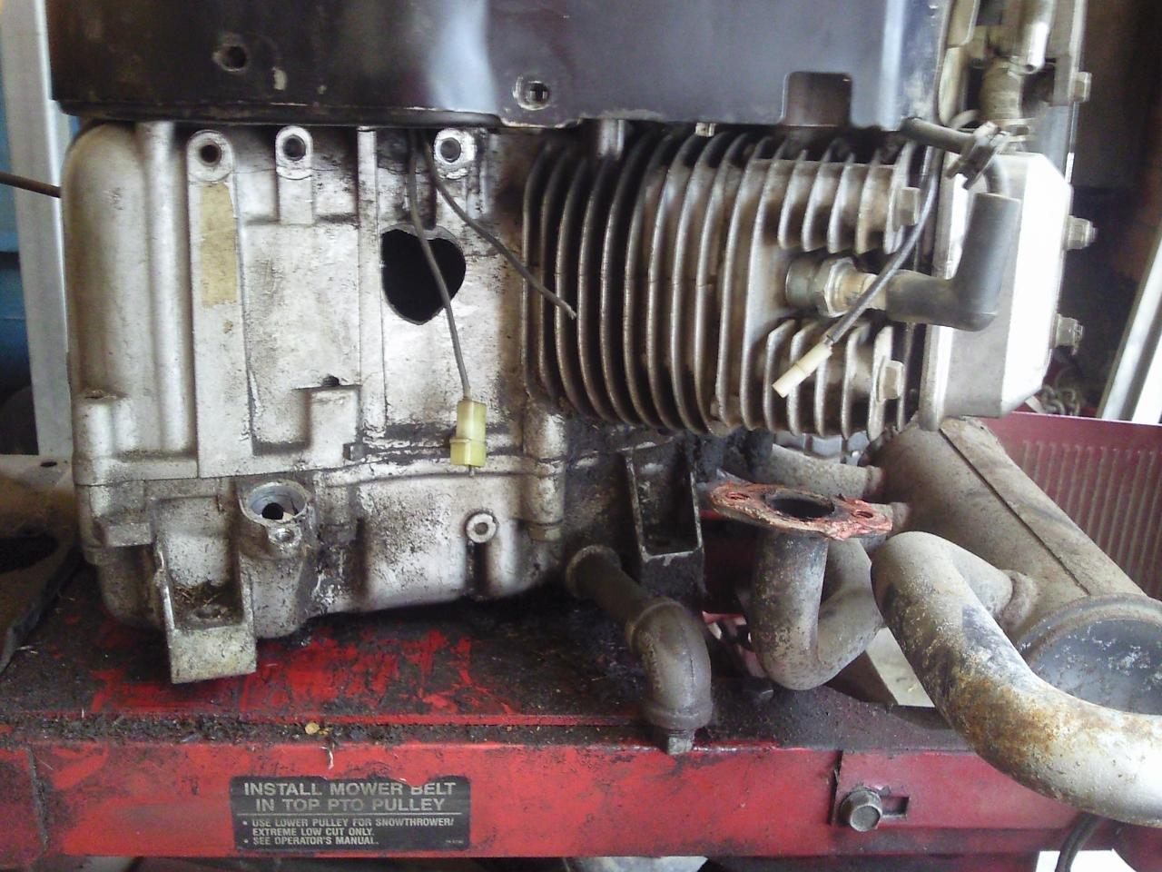 Toro 246H Crankshaft Pulley Removal - OutdoorKing Repair Forum