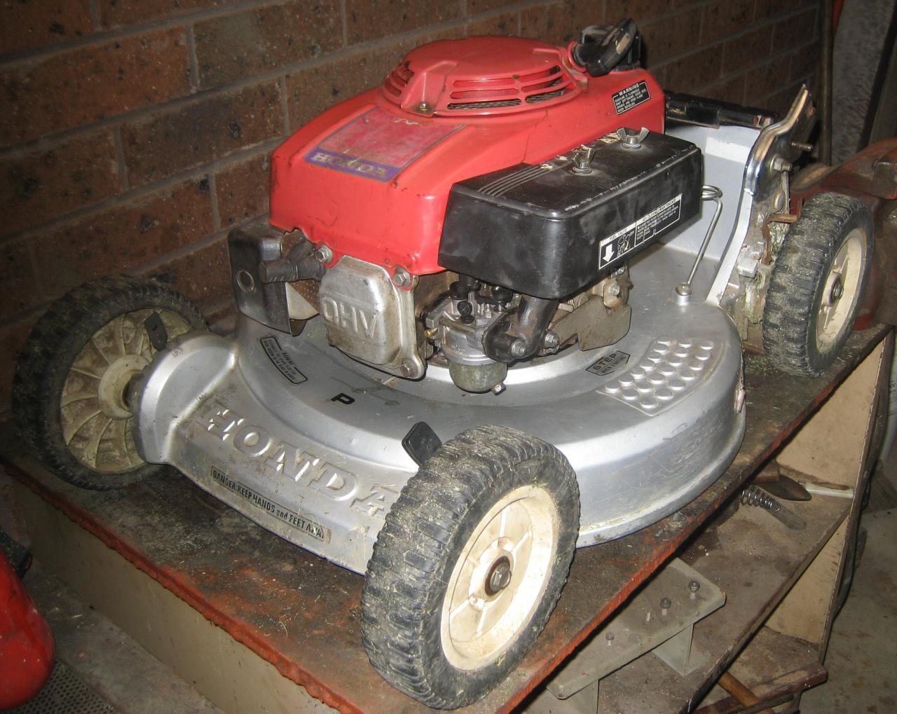 underneath the honda hr194 outdoorking repair forum rh outdoorking com Honda HR194 SX 1981 Honda HR194 Specs