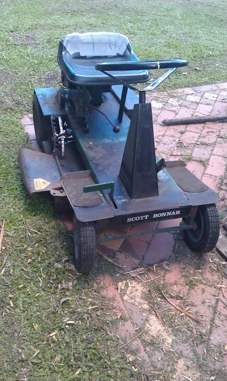 some images of the mower ,still confused scott bonner stickers all over it  and rover id badge,seams to be push pedal to engage drive/ release brake  which is ...